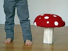 DIY mushroom stool, I wish I was a kid again! need this making for me!!!!! thanks so for tute xox