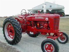 1954 Farmall Super M Tractor for sale Old John Deere Tractors, Tractors For Sale, Case Tractors, Red Tractor, Tractor Bar, Tractor Mower, Antique Trucks, Antique Tractors, Vintage Tractors