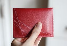 """Using leftover vinyl from SR banners? """"Make a simple, stitched vinyl wallet Sewing Tutorials, Sewing Crafts, Sewing Projects, Crafty Projects, Diy Vinyl Wallet, Diy Wallet Tutorial, Make Business Cards, Simple Wallet, Diy Sac"""