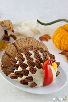 Make this Turkey Cheese Ball for Thanksgiving. Step by step instructions tips for making, for your Thanksgiving dinner. Thanksgiving Dinner Recipes, Thanksgiving Turkey, Thanksgiving Food Crafts, Thanksgiving Prayer, Thanksgiving Outfit, Thanksgiving Decorations, Recipes Dinner, Appetizer Recipes, Fall Recipes