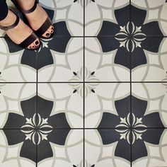 Merola Tile Twenties Crest 7-3/4 in. x 7-3/4 in. Ceramic Floor and Wall Tile-FRC8TWCS - The Home Depot