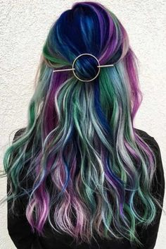Cute Hairstyles with Hair Barrettes picture2