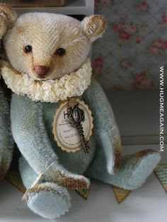 Pearl small Vintage looking Hug Me Again collectible by HugMeAgain Teddy Toys, Sock Toys, Antique Teddy Bears, Love Bear, Cute Toys, Plush Animals, Shabby, Art Dolls, Bear Patterns