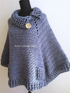 PATR0966 - Square poncho with collar and pockets