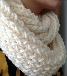 Do you want to try a new kind of knitting? This article will guide you through it all ! This Knitting Loom Scarf Pattern is simple and great for colder weather. Pick up a loom to show off a warm knit scarf that you made yourself ? Loom Knitting Projects, Loom Knitting Patterns, Arm Knitting, Knitting Needles, Scarf Patterns, Loom Knitting Scarf, Finger Knitting, Loom Knitting For Beginners, Knitting
