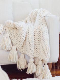 Easy Knit Blanket, Chunky Blanket, Wool Blanket, Chunky Crochet Blanket Pattern Free, Crochet Pillows, Easy Knitting, Start Knitting, Knitting Needles, Beginner Knitting Blanket