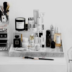 27 cute makeup storages for small bedrooms ideas makeup vanity organization diy bedrooms diy makeup Bathroom Organization, Makeup Organization, Bathroom Storage, Vanity Bathroom, Perfume Organization, Perfume Storage, Hair Product Organization, Design Bathroom, Bathroom Ideas