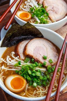 A tasty homemade tonkotsu (pork) ramen with homemade ramen broth, chashu (pork belly) and ajitsuke tamago (ramen eggs) that is just packed with flavour Ramen Recipes, Asian Recipes, Cooking Recipes, Pork Ramen Recipe, Easy Japanese Recipes, Cooking Tips, Homemade Ramen Broth, Comida Ramen, Tonkotsu Ramen