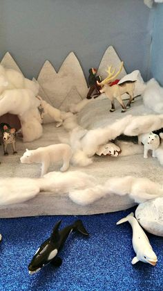 Making An Arctic Diorama When I first started planning our Arctic Diorama, I had planned for us to make it at the end of our Polar Unit Study (for Preschoolers). I thought it would be a fun way to finish off our unit. Arctic Fox Habitat, School Projects, Projects For Kids, Ecosystems Projects, Wolf Craft, Artic Animals, Arctic Tundra, Animal Habitats, Animal Projects
