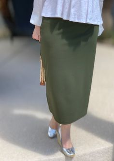 Olive Green Modest Pencil Skirt #modestfashion #pencilskirt #shannasthreads
