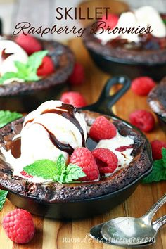 Skillet Raspberry Brownies Recipe: Rich chocolate brownies are baked with chocolate filled raspberry squares and fresh raspberries in this decadent dessert recipe. Best Chocolate Desserts, Brownie Desserts, Oreo Dessert, Decadent Chocolate, Brownie Recipes, Easy Desserts, Delicious Desserts, Chocolate Brownies, Dessert Party