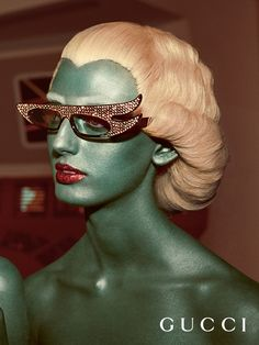 campaign inspiration Crystals embellish new Gucci Eyewear frames featured in the Fall Winter 2017 campaign, inspired by vintage sci-fi and Startrek. Arte Fashion, Editorial Fashion, 2010s Fashion, Queer Fashion, Fashion Trends, Gucci Eyewear, Club Kids, Foto Art, Retro Futurism