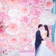 1 piece Large Size Handmade Cardboard Paper Rose Flower For Wedding Backdrops Background Deco Windows Display Giant Paper Flowers, Paper Roses, Real Flowers, Colorful Flowers, Diy Wedding Deco, Flower Decorations, Wedding Decorations, Flower Factory, Backdrops For Parties