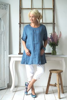 Simple linen tunic, jeans fashion for woman over 50 in 2019 платья, летняя Fashion Over 50, Look Fashion, Fashion Outfits, Womens Fashion, Jeans Fashion, Gothic Fashion, Beautiful Outfits, Cool Outfits, Casual Outfits
