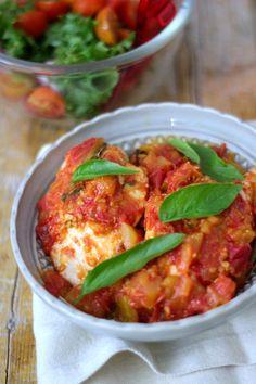 As Minhas Receitas: Peito de Frango Recheado com Requeijão e Manjericão em Molho de Tomate