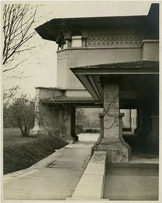 Joseph Husser House, Chicago, Illinois, 1899, FRANK LLOYD WRIGHT - demolished 1926 - The elaborate Husser House shows elements of the mature Prairie House's not yet fully formed.