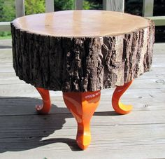 These tables, made entirely by hand, in full respect of nature, come from logs or trees from the forests of Quebec and who have fallen under the blows of nature or local loggers.