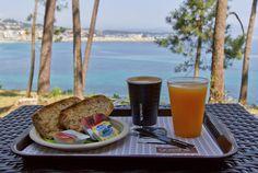 Desayuno Gassho Sanxenxo con vistas al mar.