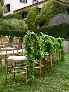 greenery garlands    Anna Kuperberg via Style Me Pretty