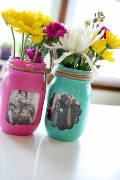 """Fridays at the Farm: Getting Rid of the Gray! Tutorial on 6 crafts to turn your gray into a """"POP"""" of color! Fridays at the Farm: Getting Rid of the Gray! Tutorial on 6 crafts to turn your gray into a POP of color! Crafts With Glass Jars, Jar Crafts, Diy And Crafts, Crafts For Kids, Mason Jar Gifts, Mason Jar Diy, Mason Jar Picture, Mason Jar Projects, Crafts With Pictures"""
