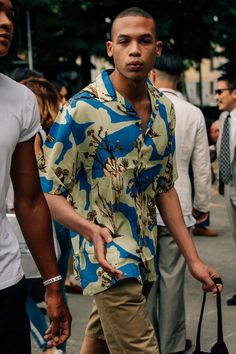 Best Street Style from Pitti Uomo Pitti Uomo 94 - Camp ShirtsPitti Uomo 94 - Camp Shirts Best Street Style, Minimalist Street Style, Cool Street Fashion, Street Styles, Stylish Mens Fashion, Summer Shirts, Men Looks, Mens Clothing Styles, Apparel Clothing