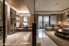 藉由牆面厚度的輕簡化,模糊客廳與書房的實際分界。