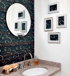 Banheiro.  Reaproveitamento do papel de parede