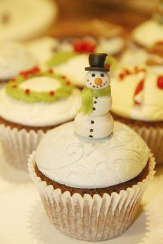 maria olejniczak - christmas - christmas cupcake - snowman cupcake