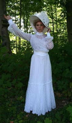 Dove dress, Victorian/Edwardian, with semi-transparent sleeves Edwardian Costumes, Edwardian Dress, Edwardian Era, Edwardian Fashion, Victorian, Vintage Style Outfits, Vintage Dresses, Vintage Clothing, Historical Clothing
