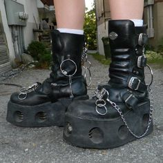 Goth Aesthetic, Aesthetic Clothes, Goth Shoes, Shoes Heels, Dark Fashion, Grunge Fashion, Catty Noir, Punk, Looks Cool