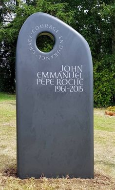 Memorial Ideas, Grave Markers, Linen Tshirts, Stone Work, Stone Carving, Signage, It Cast, Calligraphy, Letters