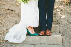 Chic Green and White Wedding Style | onelove photography | Modern Metallic Botanical Wedding in Emerald and Bronze