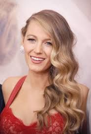 23 Times Blake Lively Proved She Had the Best Hair in Hollywood: As she's transformed from a Gossip Girl to a domestic diva, Blake Lively's perfect hair has evolved from braids to blowouts and everything in between. Trending Hairstyles, Celebrity Hairstyles, Cool Hairstyles, Blake Lively Hairstyles, Blonde Balayage, Blonde Highlights, Blake Lively Hair Color, Christmas Party Hairstyles, Holiday Hair