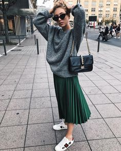 La jupe longue - All About Black Pleated Skirt Outfit, Long Skirt Outfits, Winter Skirt Outfit, Pleated Skirts, Mode Outfits, Casual Outfits, Fashion Outfits, Fashion Clothes, Fashion Ideas