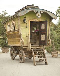 handcrafted gypsy caravan, photography by Erin Feinblatt
