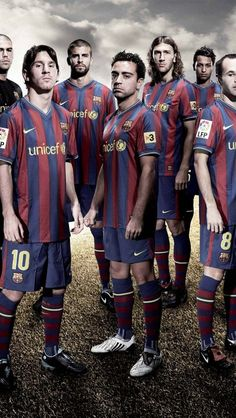 Fc Barcelona an old photo of them😄❤️ Fc Barcelona, Barcelona Football, Best Football Team, World Football, Good Soccer Players, Football Players, Lionel Messi, Real Madrid Logo, Xavi Hernandez