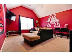 I love this Razorback themed room.  Woo Pig Sooie!!