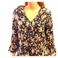Lauren Ralph Lauren multicolored Frilly shirt. Black Lauren Ralph Lauren multicolored with Frills 100% cotton. Ralph Lauren Tops