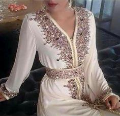 I like the beading Morrocan Dress, Kaftan Moroccan, Oriental Dress, Oriental Fashion, Abaya Mode, Hijab Stile, Middle Eastern Fashion, Arabic Dress, Arab Fashion