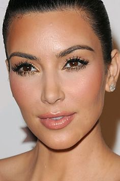 Kim Kardashian Flawless Makeup Look. Flawless Skin. Lined Eyes. Long Lashes. Peach Blush & Nude Lips