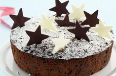 To help you pick the most unique and interesting cake icing, BeOnTrack has come up with a small listicle of best Christmas cake ideas. Christmas Cake Topper, Christmas Cake Decorations, Christmas Cakes, Christmas Treats, Christmas Stuff, Simple Christmas, Christmas Recipes, Christmas Cake Recipe Traditional, Cake Decorating Store