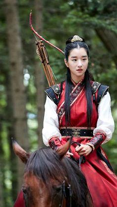 She's soooo damn pretty Korean Hanbok, Korean Dress, Korean Traditional Dress, Traditional Dresses, Korean Actresses, Korean Actors, Korean Girl, Asian Girl, Mode Kimono