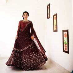 outfit date casual Indian Wedding Gowns, Indian Bridal Lehenga, Indian Gowns Dresses, Indian Bridal Wear, Wedding Sarees, Pakistani Dresses, Indian Wear, Girls Dresses, Kerala Engagement Dress