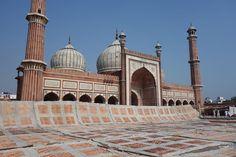 Dagen börjde tidigt med ett första stopp vid Jama Masjid Moskén. Det var otroligt vackert men vi kan säga att vi definitivt blev utnyttjade för att vi var turi