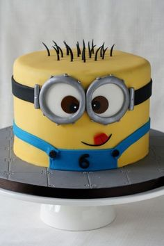Despicable Me lovers will go bananas over this list of 21 mighty Minion birthday party ideas! From cute treats like Minion pretzels, cookies, cupcakes, and lollipops to clever tips on DIY Minion balloons and a Bolo Minion, Minion Cakes, Minions Birthday Cakes, Minion Birthday Parties, Despicable Me Cake, Pastel Minion, Minion Theme, Character Cakes, Cakes For Boys