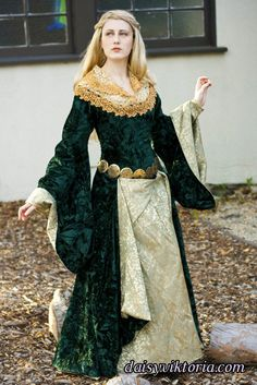 15th c. Eowyn Dress    This is a 15th cen­tury dress inspired by Eowyn in the Lord of the Rings movies along with the famous Uni­corn Tapes­tries. The outer court gown is made of vel­vet and bro­cade, and the dress under­neath is a bro­cade cote­hardie.  Model: Daisy Vik­to­ria  Pho­tog­ra­pher: Chris Taylor