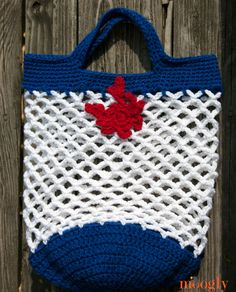 Yet Another Market Bag - free crochet pattern, with Crochet Crab Applique by My Merry Messy Life!