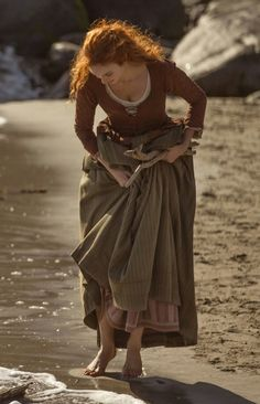 It's from a tv 📺 series from PBS called Poldark. It's from a tv 📺 series from PBS called Poldark. It's based in th - Poses, Demelza Poldark, Medieval Fantasy, Costume Design, Boho Gypsy, Character Inspiration, Character Ideas, Redheads, Fairy Tales