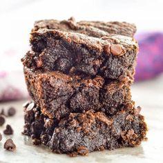 Gooey Fudgy Paleo Brownies Recipe! This heathy dessert recipe is ready in 15 minutes flat and makes the best brownies EVER! #vegan #paleo #grainfree #glutenfree #dairyfree #brownies #fudgybrownies #chocolate #healthydessert #dessert #paleodessert