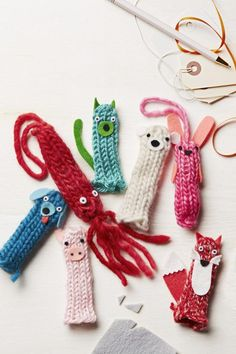 Have your child tube-knit an entire zoo of puppets to outfit every one of his fingers. Or turn these cuddly cuties into stuffed ornaments, adding wildlife to a loved one's tree. (via Parents.com) #noknit #yarn #crafts #DIY